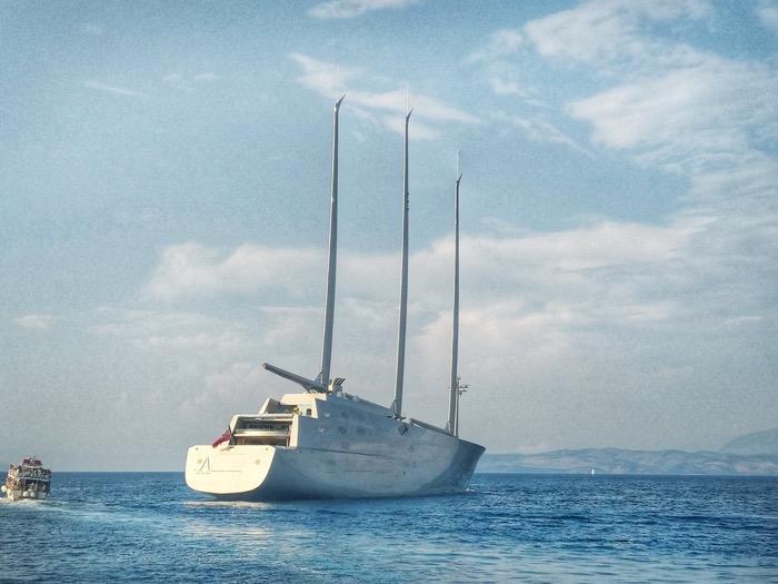 A yacht de navigatie Andrey Melnichenko 5