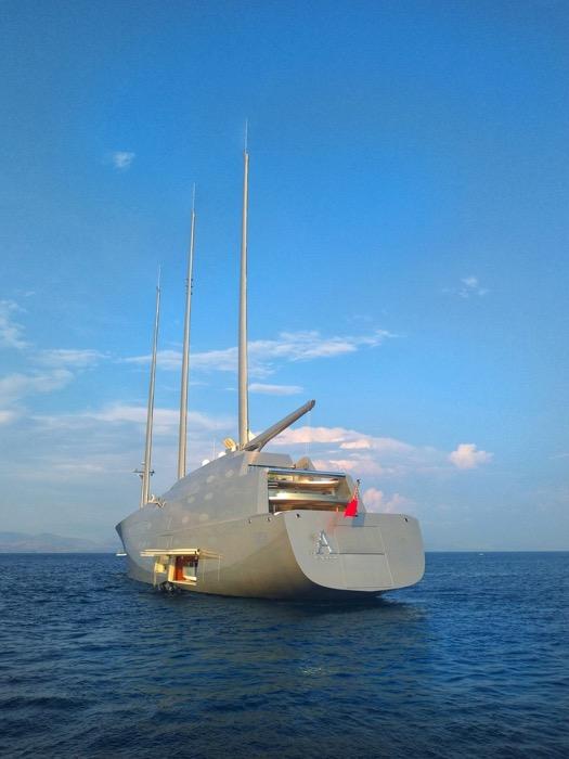 A yacht de navigatie Andrey Melnichenko 4