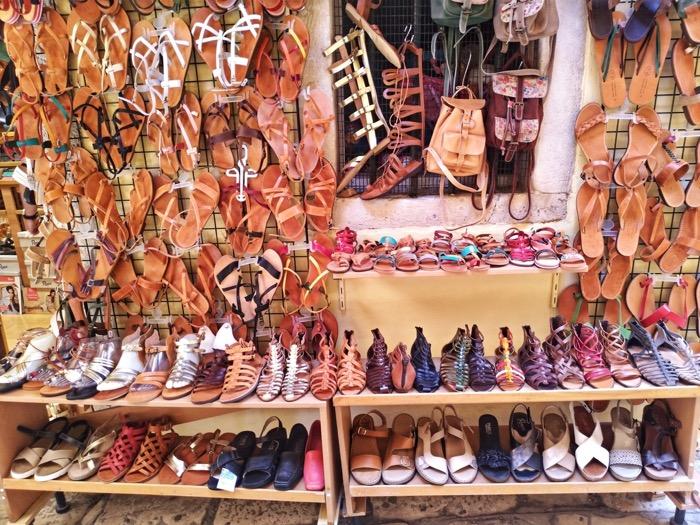 Bagajul pentru vacanța în Grecia sandale