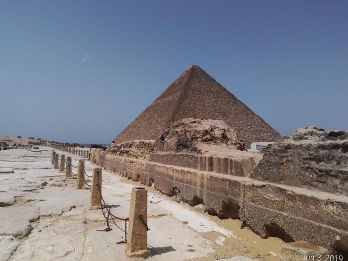 singur Piramide giza 1