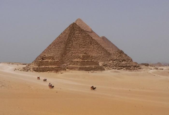 viziteaza piramidele singur 8