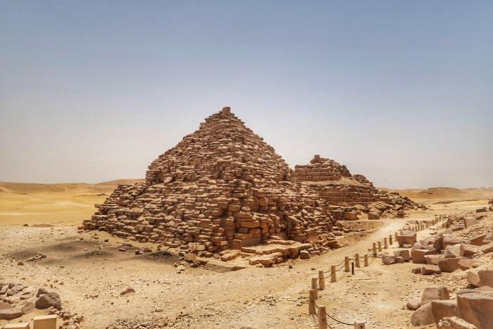 viziteaza piramidele singur 4