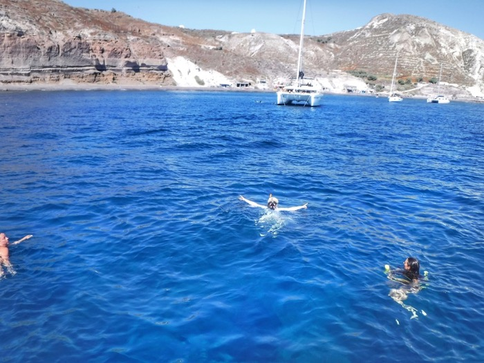Croaziera cu catamaranul in Santorini 35