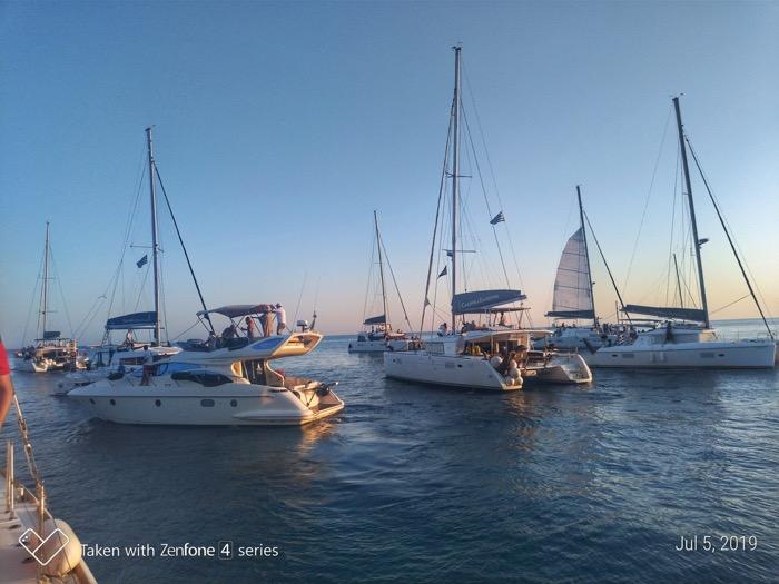 Croaziera cu catamaranul in Santorini 8