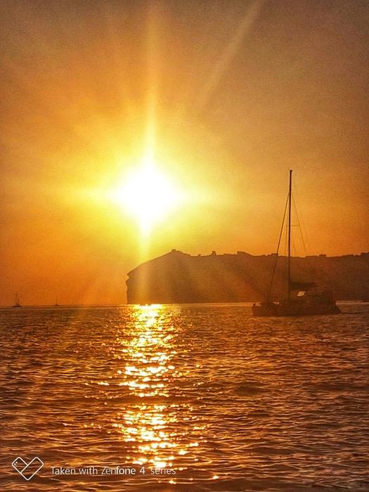 Croaziera cu catamaranul in Santorini 5