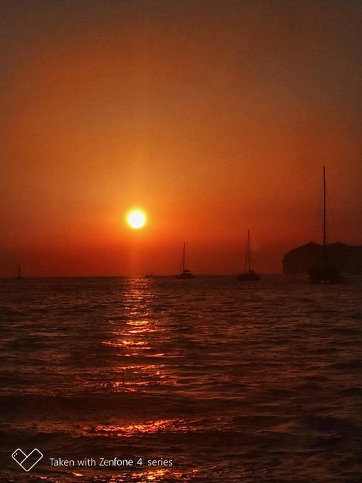 Croaziera cu catamaranul in Santorini 4