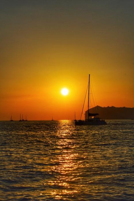 Croaziera cu catamaranul in Santorini 38