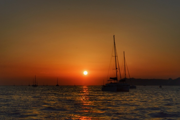 Croaziera cu catamaranul in Santorini 37