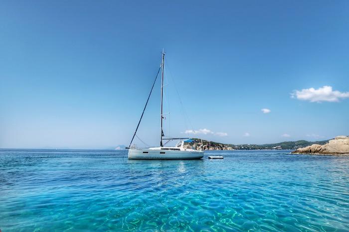 Skiathos barca inchiriata excursie 14