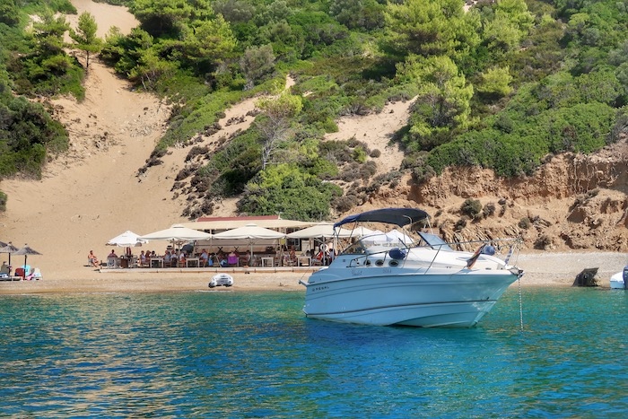 Skiathos barca inchiriata excursie 8