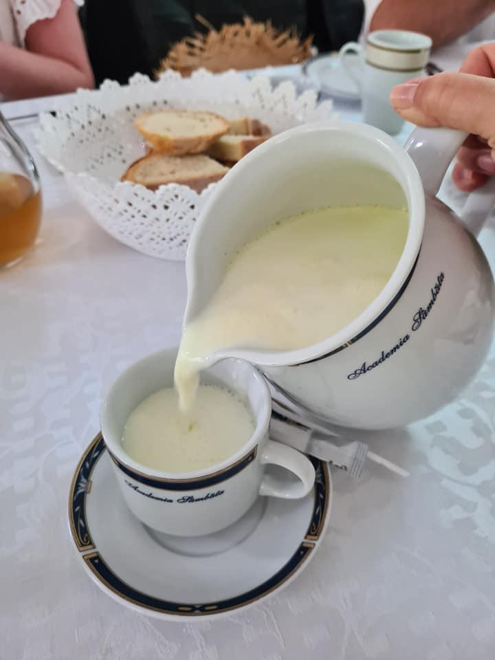 Mic dejun Sambata de sus