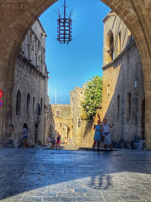 Strada Cavalerilor Rodos